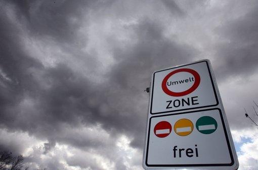 Kommen wegen der Überschreitung von Schadstoffgrenzwerten bald Fahrverbote? Der Handwerkstag warnt vor Folgen für Handwerker. Foto: dpa