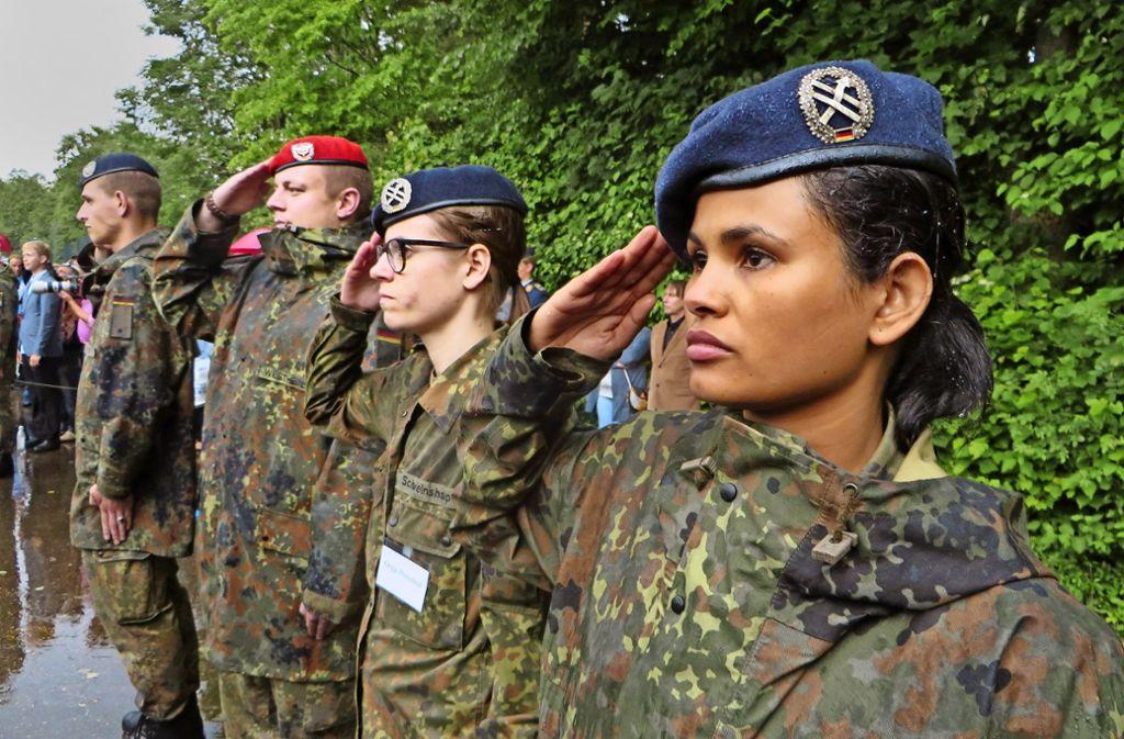 Bundeswehr Soldatin wird gefickt