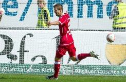 Der bSC Freiburg/b hat sich zum Ende der Transferperiode im Mittelfeld verstärkt. Der 22-jährige bHendrick Zuck/b wechselt vom Zweitligisten b1. FC Kaiserslautern/b an die Dreisam. Über die Ablösesumme und die Vertagsdauer wurden keine Angaben gemacht.  Foto: dpa
