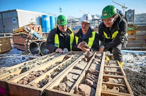 Bohrkerne aus dem Schlossgarten sind eine  Fundgrube für die Wissenschaftler Hans-Peter Stika, Andreas Lehmann und Joachim Eberle. Foto: Lichtgut/Max Kovalenko