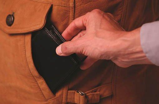 In den vergangenen Tagen haben Taschendiebe in der Innenstadt 14 Mal zugegriffen. Foto: www.polizei-beratung.de