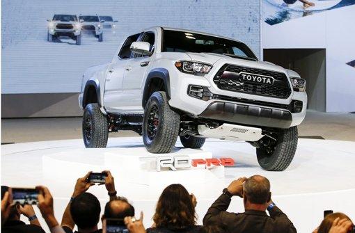 Als eines der Highlights der Chicago Auto Show 2016 gilt die Premiere des neuen Toyota Tacoma TRD. Mit ihrem Pick-up-Truck liegen die Japaner bei der diesjährigen US-Automesse voll im Trend. Foto: dpa