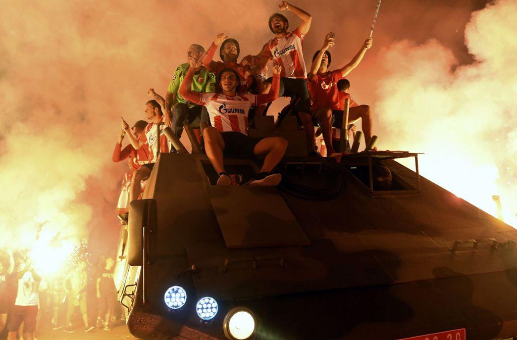 Roter Stern Belgrad Fans Und Spieler Feiern Erfolgreiche Cl