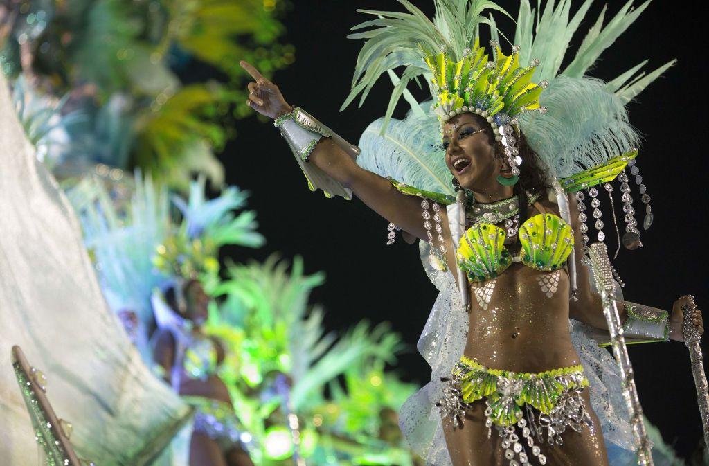 Brasilien Heißer Samba Und Schrille Kostüme Beim Karneval In Rio