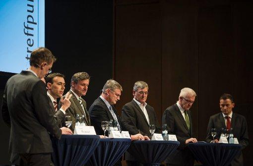 Die Spitzenkandidaten von Grünen, SPD, CDU, FDP, Linken und AfD diskutieren erstmals gemeinsam auf einem Posium. Foto: Lichtgut/Max Kovalenko