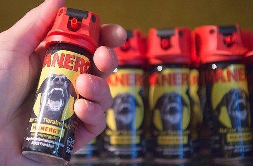 Pfefferspray darf – anders als CS-Gas – zur Abwehr von Tieren verwendet werden Foto: dpa