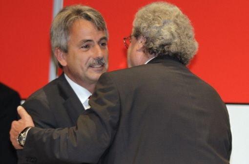 Es gibt viel zu bereden: VfB-Aufsichtsratschef Dieter Hundt (re.) und Präsident Gerd Mäuser. Foto: Pressefoto Baumann