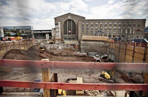 Die wachsende Baugrube für das Technikgebäude vor dem Stuttgarter Hauptbahnhof. Foto: Leif Piechowski