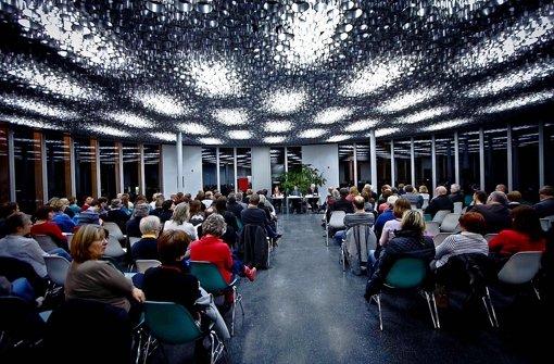 Forum Bildung zu Gast in Leonberg: Normalerweise essen hier Schüler zu Mittag, am Montagabend bot die Mensa Triangel geistige Nahrung zum Thema Ganztagsschule. Foto: Peter Petsch