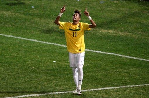 Neymar ist nicht der einzige Superstar, der auf die Hilfe von Gott setzt. Klicken Sie sich durch unsere Bildergalerie und erfahren Sie, welche Fußballer sehr gläubig sind. Foto: dpa