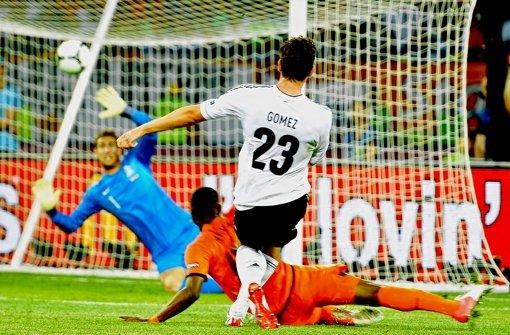 Perfekt geschlenzt: Gomez zum Zweiten. Foto: dapd