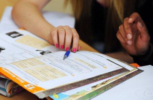 Etwa 1,2 Millionen  Schüler in Deutschland versuchen, ihre schulischen Leistungen durch Nachhilfe zu verbessern Foto: dpa
