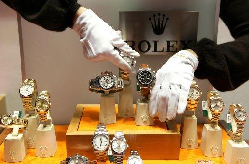 Polizei fahndet mit Bildern nach Rolex-Dieb