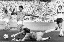 1992: Marco van Basten (links), Niederlande,br1993: Roberto Baggio (kein Foto verfügbar), Italien,br1994: Romario (kein Foto verfügbar), Brasilien Foto: dpa