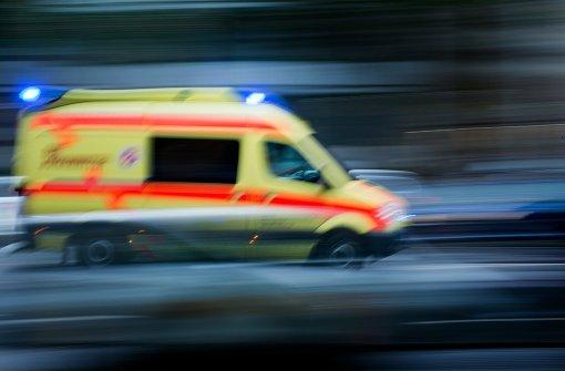 Fahrer verletzt – Sattelzug blockiert die B14