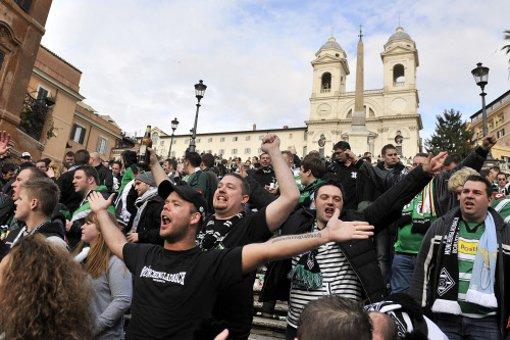 Am Rande der Europa-League-Begegnung zwischen Borussia Mönchengladbach und Lazio Rom sind in der italienischen Hauptstadt drei deutsche Fans niedergestochen worden. Lazio trifft im März auf den VfB Stuttgart. Foto: dpa