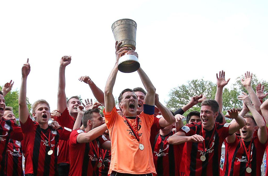 Sportfreunde Dorfmerkingen Wfv Pokal Beim Feiern Auf