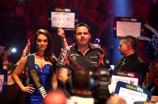 Game on: die Darts-Party in London mit Stars wie Adrian Lewis lockt die Massen Foto: Getty