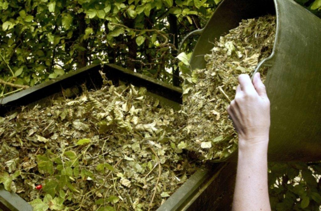 Kompost Auf Rasen Ausbringen : der gr ne daumen expertentipp rasen und laub kompostieren wissen stuttgarter nachrichten ~ Watch28wear.com Haus und Dekorationen