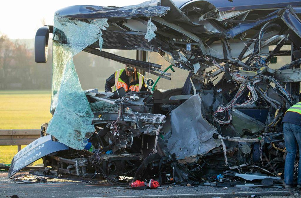 Nach Busunfall In Bayern Busfahrer Sollen Zum Unfall Aussagen