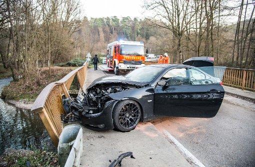 18-Jähriger fährt BMW zu Schrott