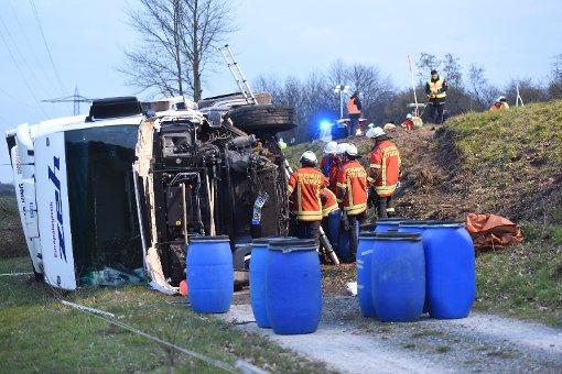 Bei einem schweren Unfall in der Nähe von Ettlingen sind am Dienstagabend zwei Menschen ums Leben gekommen. Foto: www.7aktuell.de | Oskar Eyb