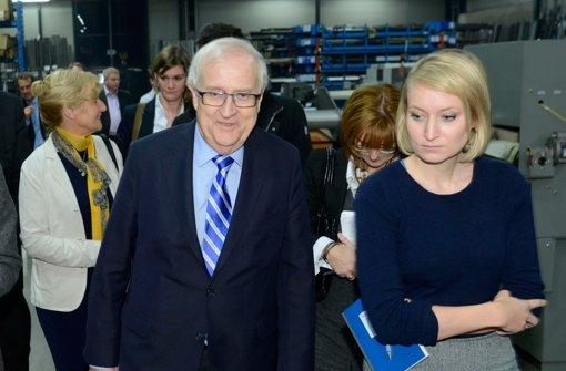 Der FDP-Fraktionschef Rainer Brüderle hat sich nicht bei der Journalistin Laura Himmelreich entschuldigt und will weiter schweigen. Er sagte nur: Sexismus ist eine Debatte, die läuft. Foto: dpa