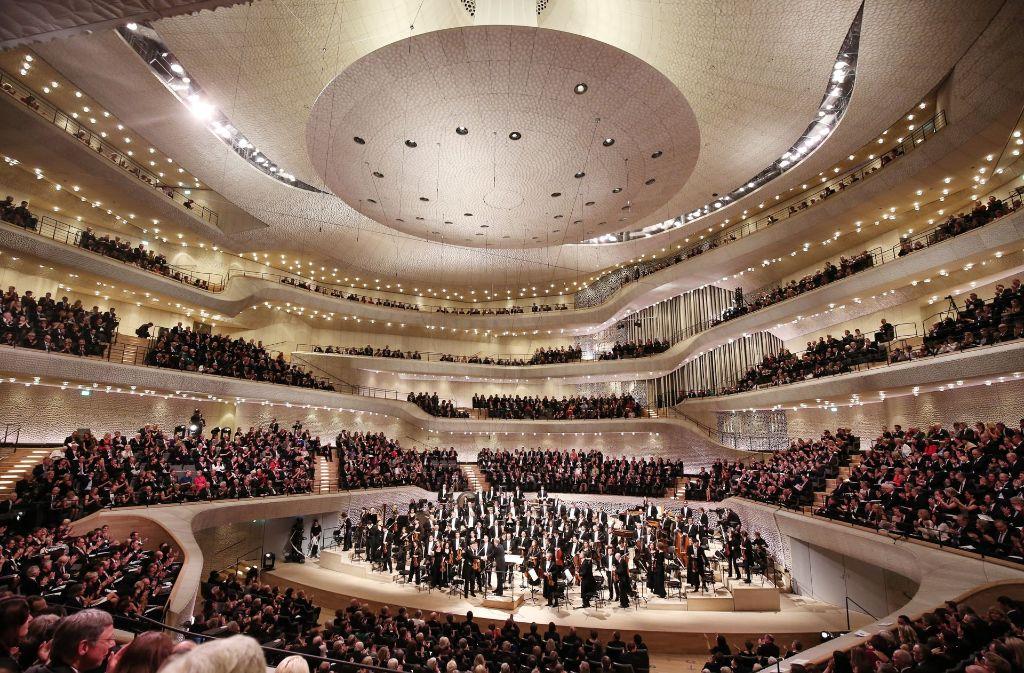 elbphilharmonie in hamburg nachfrage nach tickets ungebrochen hoch kultur stuttgarter. Black Bedroom Furniture Sets. Home Design Ideas