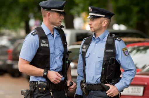 Im Landtag von Baden-Württemberg soll es um die Schulterkameras für Polizisten gehen.  Foto: dpa