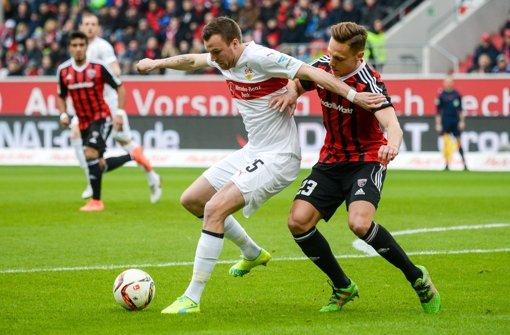 Kevin Großkreutz (links) hat sich beim Spiel in Ingolstadt einen Muskelbündelriss zugezogen. Foto: dpa