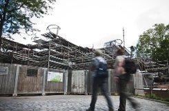 Affenparadies auf fast 11.000 Quadratmetern – die Bonobos erhalten ein gewaltiges Klettergerüst im Freien und ein helles Gehege im Inneren. Wilhelma-Silberrücken Kibo bekommt sein eigenes Reich im Haus. Draußen trennt nur ein Zaun und ein Wassergraben die Gorillas von den Besuchern. Klicken Sie sich durch die Bildergalerie. Foto: PPFotodesign