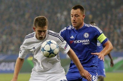 VfB-Neuzugang Artem Krawets (li.), gegen John Terry, FC Chelsea Foto: Getty