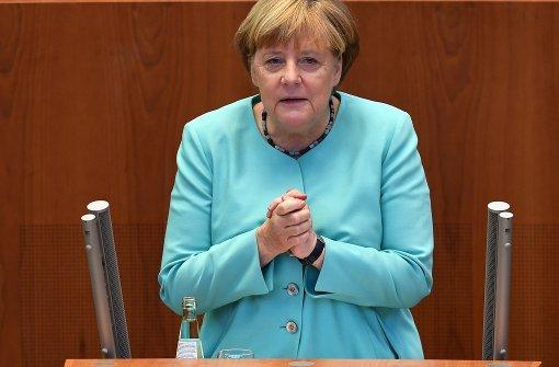 """Merkel: """"Alle sind das Volk"""""""