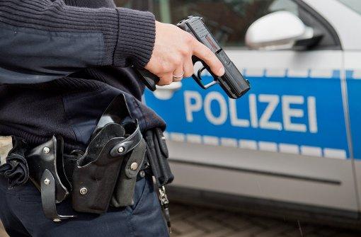 Polizist schießt in Autoreifen