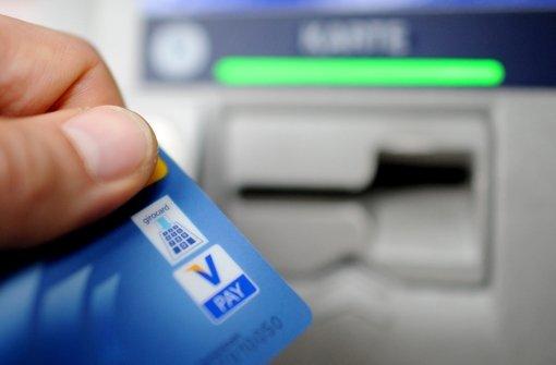 Bargeld sollen Flüchtlinge mit der geplanten Geldkarte nicht abheben können – Öney befürchtet dennoch ein falsches Signal. Foto: dpa