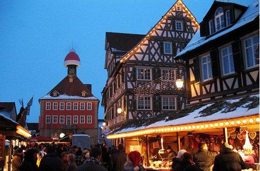 Besticht durch die Fachwerkkulisse: Der Weihnachtsmarkt in Schorndorf. Foto: Leserfotograf filmrudi