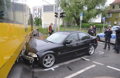 BMW kracht in Stadtbahn