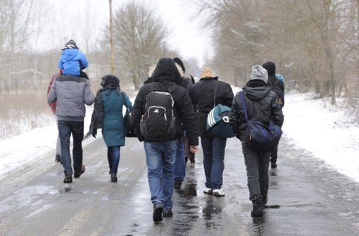 Ihr Ziel ist oft  Deutschland:  Flüchtlinge aus dem Kosovo in Ungarn Foto: dpa