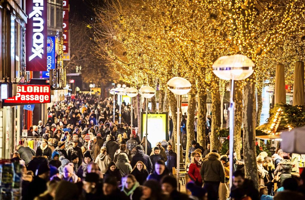 Wann Macht Man Die Weihnachtsbeleuchtung An.Kritik An Weihnachtsbeleuchtung In Stuttgart Manche Einzelhändler