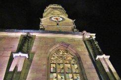 Stuttgart bei Nacht: Die Stiftskirche Foto: Leserfotograf yoube