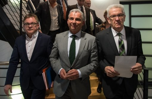 Der Fraktionsvorsitzende der baden-württembergischen CDU, Guido Wolf, der CDU-Landesvorsitzende Thomas Strobl und der baden-württembergische Ministerpräsident Winfried Kretschmann (von links nach rechts) bei den Sondierungsgesprächen Foto: dpa
