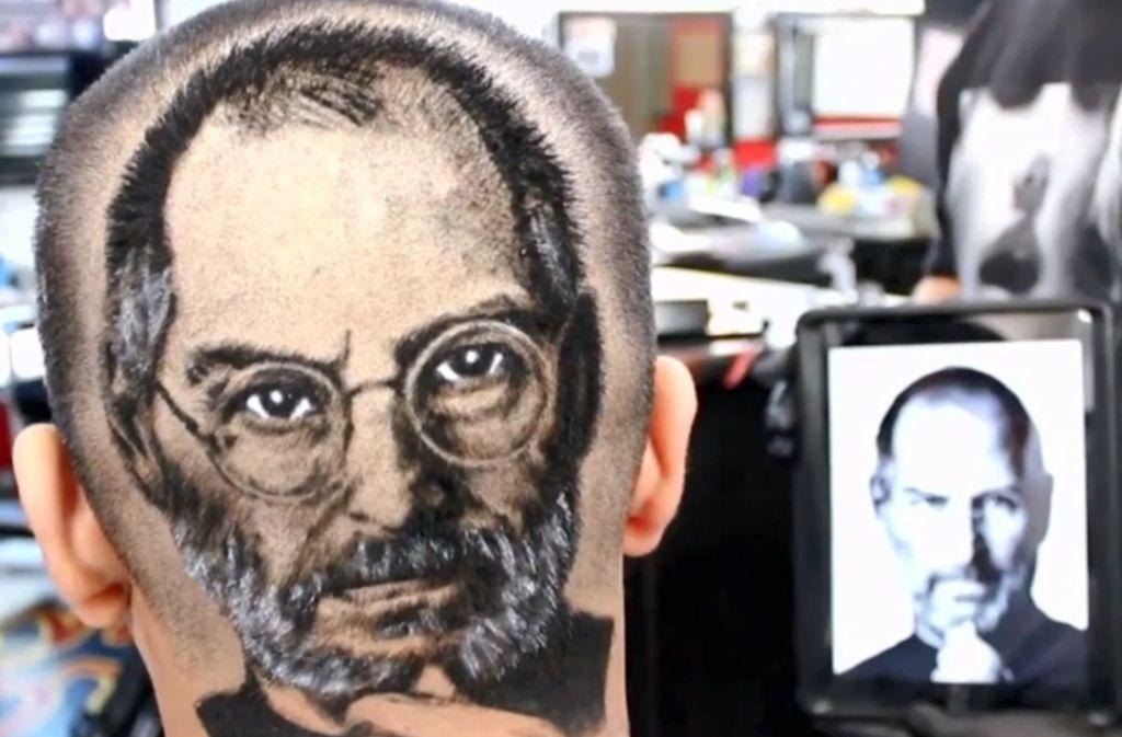 Verrückte Kunst In Haaren Barbier Rasiert Kunden Steve Jobs