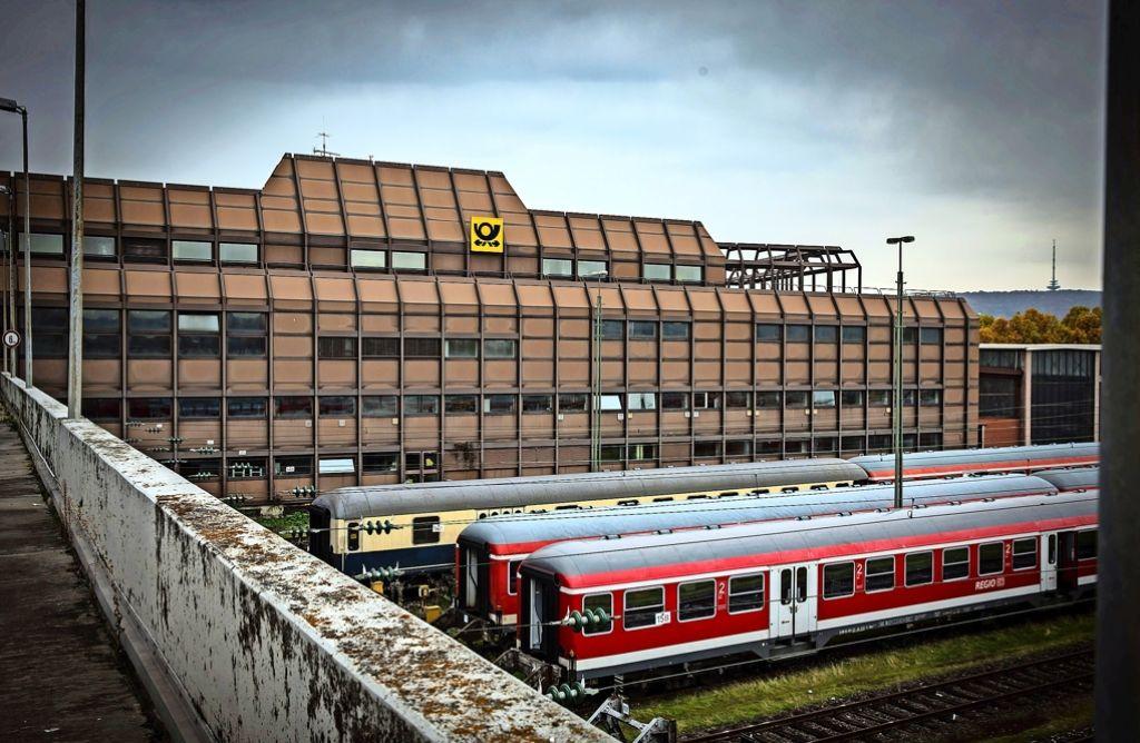 Ehmannstraße in Stuttgart-Nord: Intime Szenen im Postgebäude ...