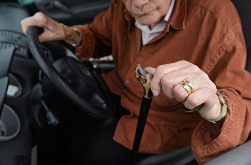 Freiwillige Fahreignungs-Tests für Senioren gibt es seit Jahren. Verbindlich sollen sie für ältere Autofahrer jedoch nicht werden. (Symbolfoto) Foto: dpa