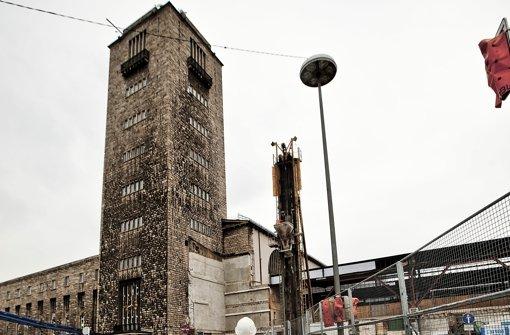 Die Bauarbeiten am Hauptbahnhof Stuttgart gehen unbeeindruckt von der Debatte um enorme Mehrkosten für das Projekt Stuttgart 21 weiter. Foto: Leif Piechowski