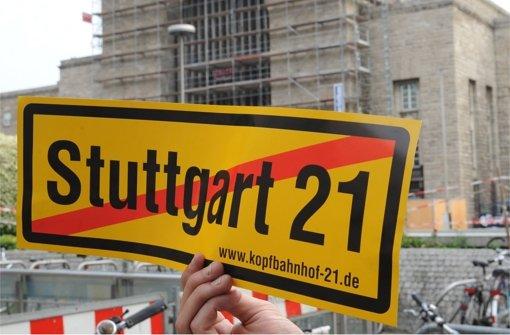 Im Streit mit dem Bund um  drohende Mehrkosten  und Risiken geht Bahn-Chef Rüdiger Grube  aufs Ganze. Foto: dpa