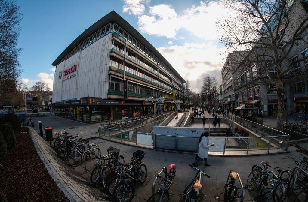 Überfall in Stuttgart-Mitte - Unbekannte überfallen und verletzen 18-Jährigen auf Königstraße - Stuttgarter Nachrichten