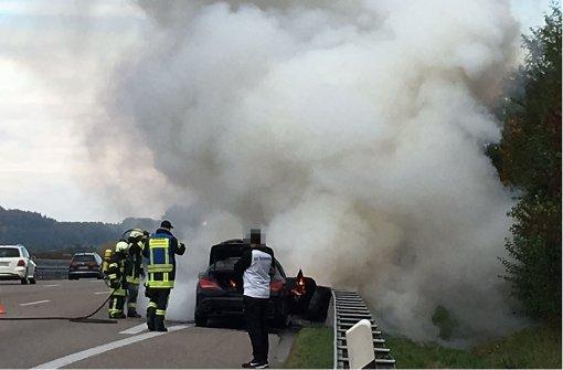 Mercedes  auf der A81 in Flammen