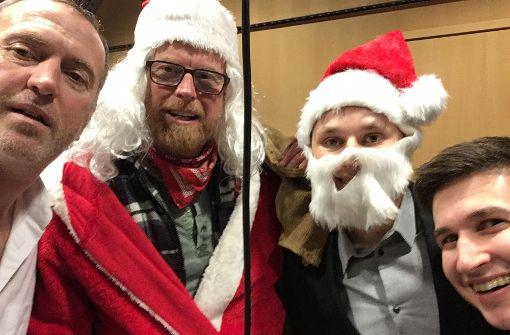 Weihnachtsmann Volz lässt die Katze aus dem Sack