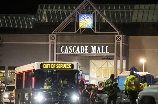 Fünf Menschen in Einkaufszentrum erschossen